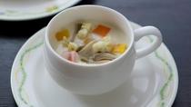 【キッズモーニング】アサリのクリームスープ 人参・玉葱 (一例)