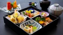 お昼 【行楽弁当】四季折々の食材を詰め込んだ楽しいお弁当 (イメージ)