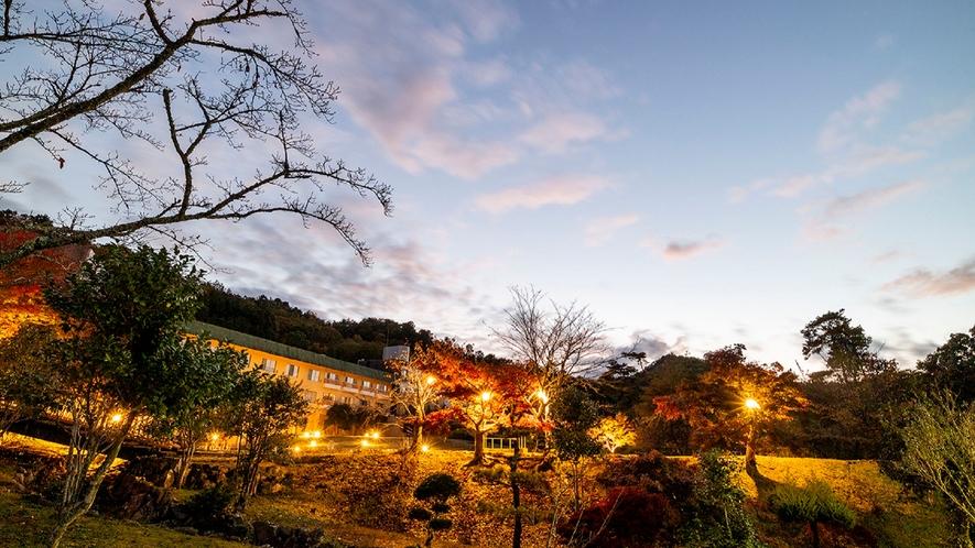 夕暮れのメープル猪名川(外観)