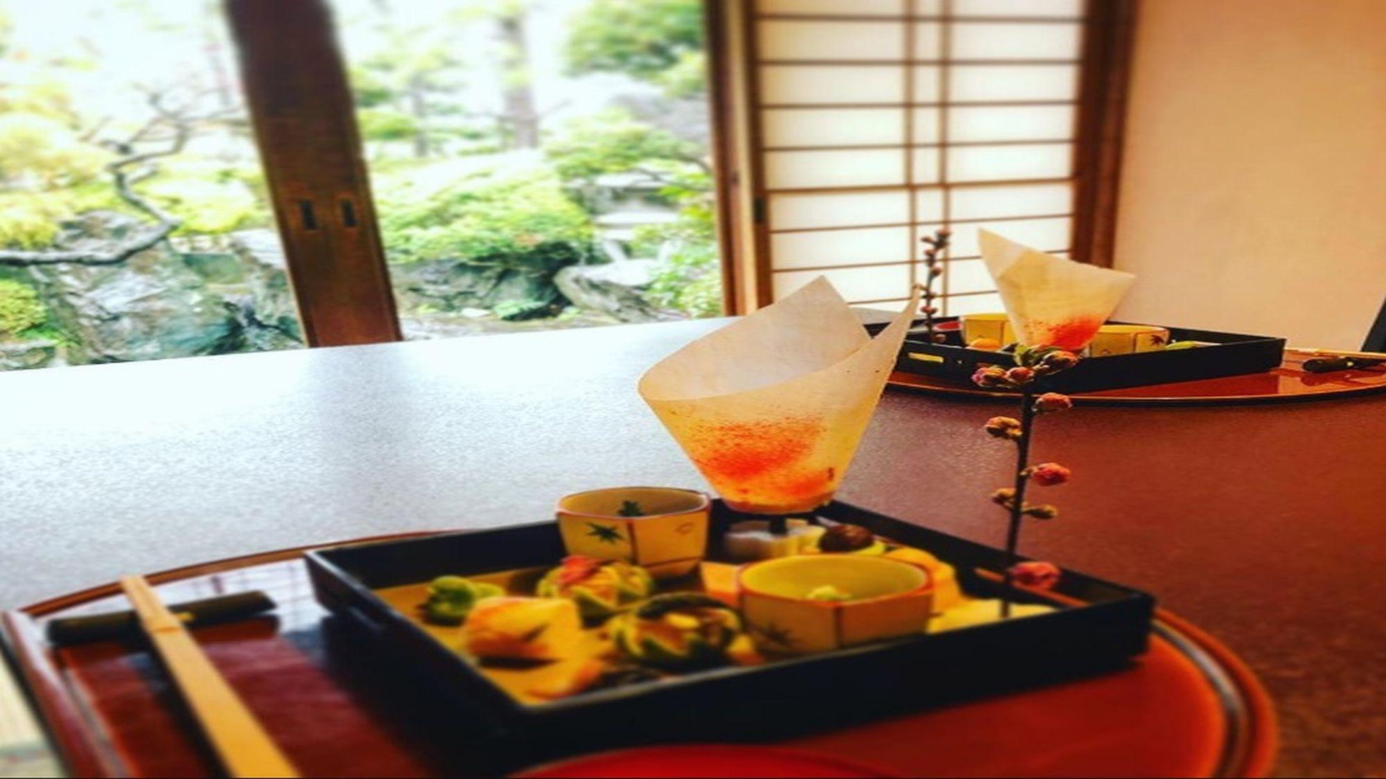 目で楽しみ、舌で楽しむ。「季」を大切にした栴檀のお食事をご堪能ください。
