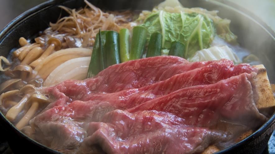 当館特製の割下(わりした)を使った神戸牛すき焼き鍋