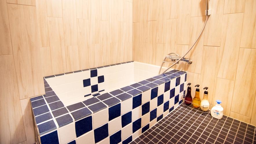 【12畳 和室】タイル風呂 ※お部屋ごとに設えが異なります。