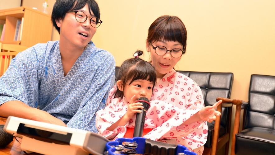 カラオケルームには小さなお子様用に、ベビーベッド、絵本箱、おもちゃなどをご用意しております。