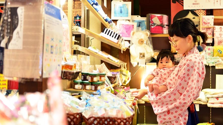 館内売店ではお土産・和雑貨・おつまみ・お子様用品などを取り揃えております。