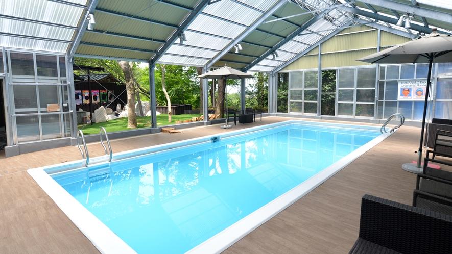 プールの大きさは4メートル×10メートル、深さは1メートル~1.3メートルです。