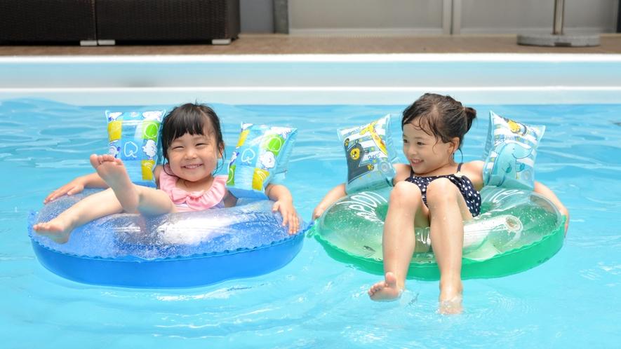 室内プールは水温を調整しておりますので、気温や天候に関わらず、年間を通してご利用いただけます。