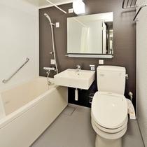 【バスルーム】広めのバスタブでゆっくりお湯に浸かってリラックスタイムをお過ごしください♪