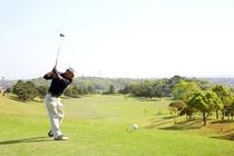 開放感のあるコースで楽しむゴルフは格別!県内有数のコースです。