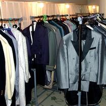 ドレスはもちろん、紳士服の取り揃えも充実!