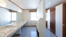 別館スノーガム 1階洗面とトイレ