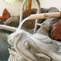貸切温泉 「飛龍の湯」(右)