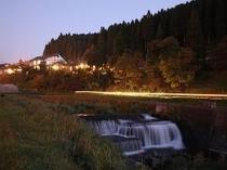 筑後川源流 田の原側沿いから見る旅館