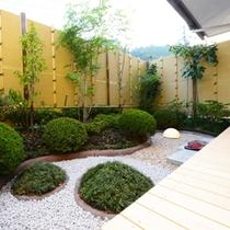 【和室】プライベート庭園の広さはお部屋により異なります。