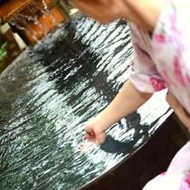 天然温泉でごゆっくりお寛ぎください。