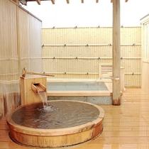 【離れ客室「室生」】源泉100%かけ流しの開放感がある檜露天風呂と伊豆石露天風呂の2つがございます。