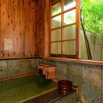 【離れ清貞庵 -初瀬-】初瀬の魅力は情緒ある内風呂に続き、露天風呂もあること
