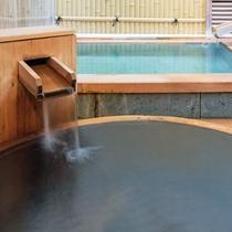【離れ清貞庵 -室生-】源泉100%かけ流しの開放感がある 檜露天風呂と伊豆石露天風呂。
