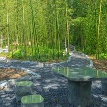 """竹林の径/200メートルの幻想的な""""竹林の径""""が完成。美しい青々とした竹林が広がります。"""