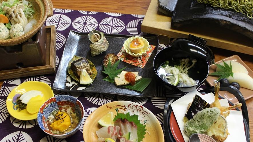 *【夕食一例】海・山・畑の獲れたて味覚で手作りです。※季節によって内容が変わります