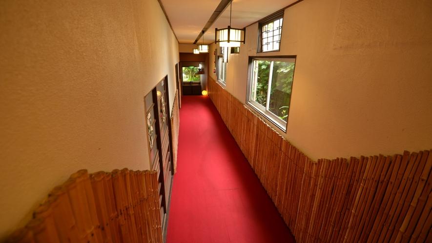 *【館内】玄関からフロントへ続く廊下でございます♪