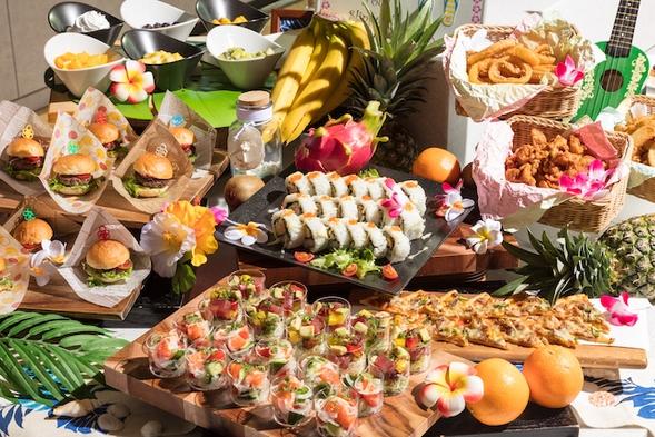 ハワイアンブッフェランチ付きレイトアウトプラン 朝食付き