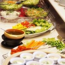 サラダバーで不足しがちな食物繊維もたっぷり摂取!