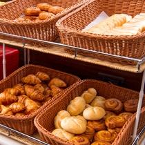 【朝食】さくさく、ふわふわのパンをお召し上がりください!