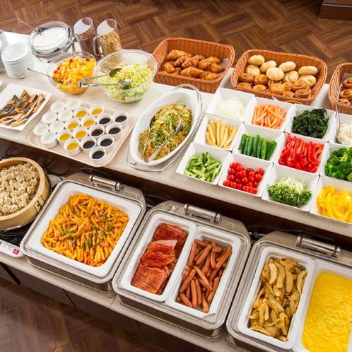 【朝食】約50種類以上から選べるビュッフェスタイル♪