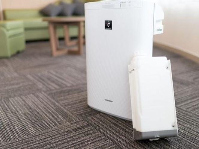 心地よい目覚めのために全てのお部屋にプラズマクラスター加湿器付空気清浄機をご用意しております♪