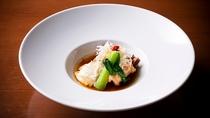 季節のお料理とご一緒の井お愉しみ頂ける「諧暢楼マリアージュ」。ふくらみ広がる味わいをお愉しみ下さい。