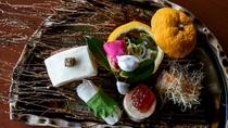 美しい器に盛られた創作料理は 素材の滋味、香り、食感が際立つ逸品