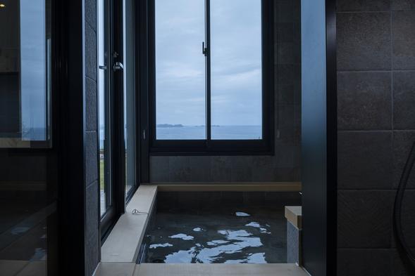 1日一組様限定のスウィートルーム 絶景の海を眺めながら優雅な時間をお過ごしください