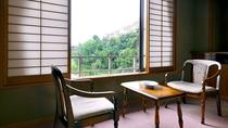 【客室:本館和室8畳】ゆっくり景色をご堪能いただけます