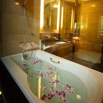 お部屋にある内風呂 ※お花はイメージです
