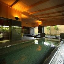 柔らかい泉質の湯浴みをお愉しみください