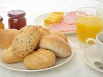 ヨーロッパより直輸入の4種類のパンをお召し上がりくださいませ。