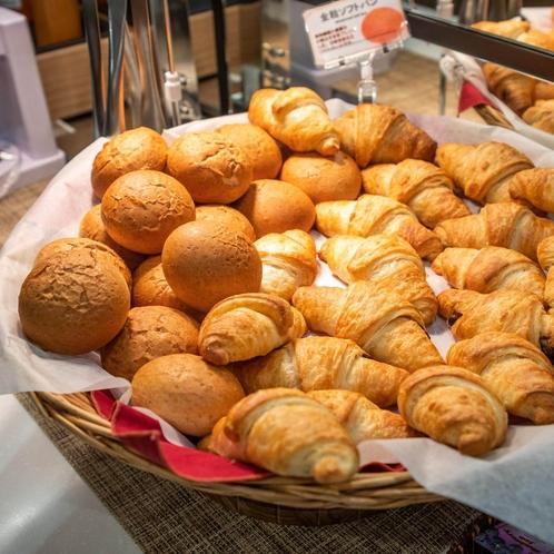 店舗のオーブンで焼き立てパンをご提供しております♪