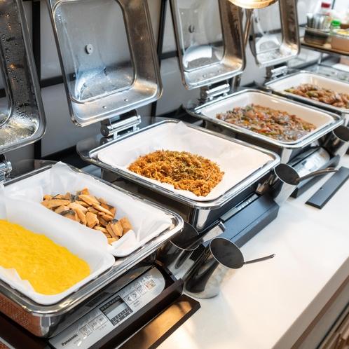朝食はビュッフェスタイル♪お好きなだけ召し上がれ!