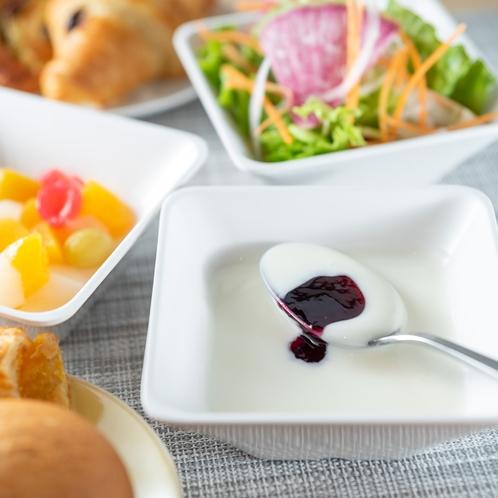 朝はヨーグルトで健康的な朝食を♪