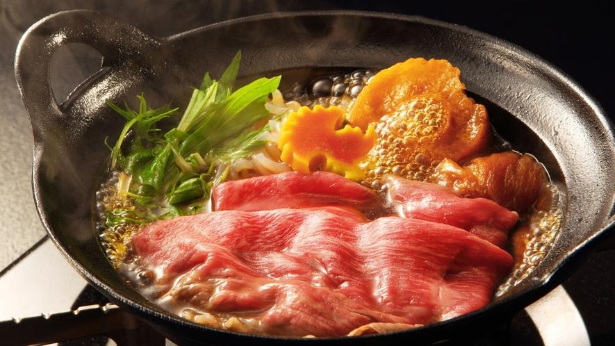 【山形牛すきやき】米沢牛に肩を並べる山形牛のすきやきを半熟卵で。ゆさの定番メイン料理