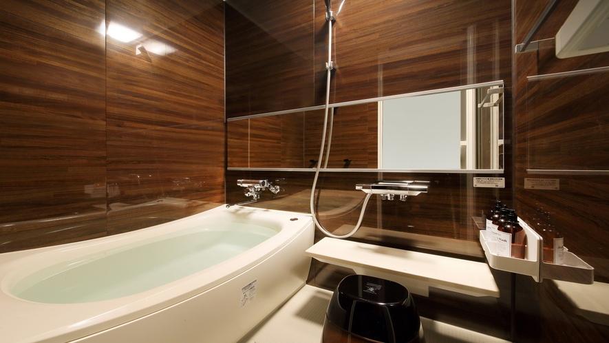 『深秋-しんしゅう-』内風呂もお部屋のコンセプトに合わせた色で作られています