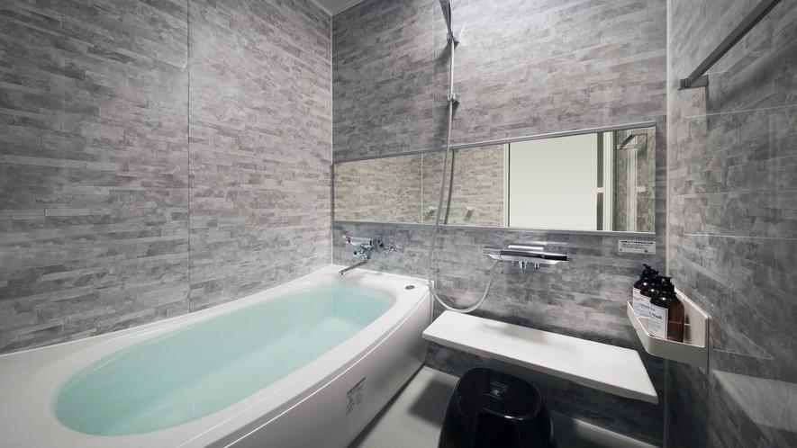 『冬月-とうげつ-』内風呂もお部屋のコンセプトに合わせた色で作られています