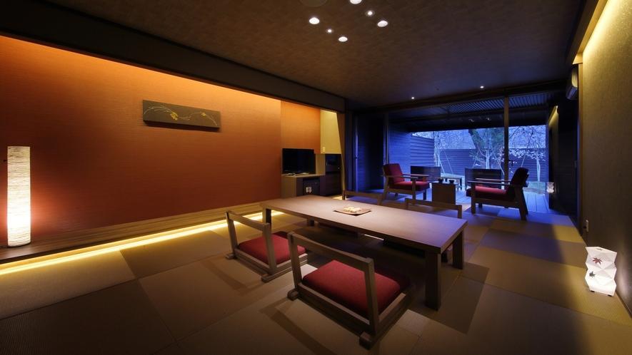 『深秋-しんしゅう-』和室は琉球畳。茶托に南部鉄器やBALMUDAのポットなど小物もオシャレに