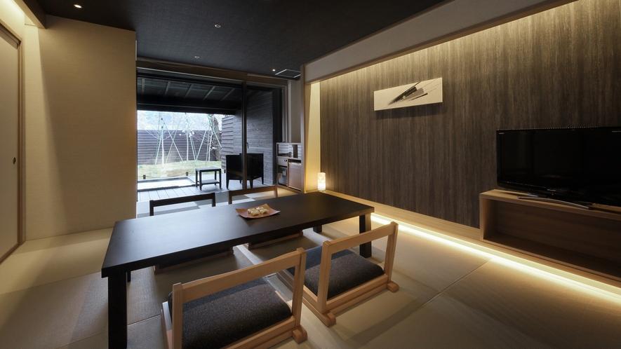 『冬月-とうげつ-』和室は琉球畳。茶托に南部鉄器やBALMUDAのポットなど小物もオシャレに