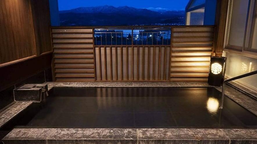 【半露天風呂】山形の大自然を肌で感じることができる半露天風呂。四季折々の蔵王連邦を満喫いただけます