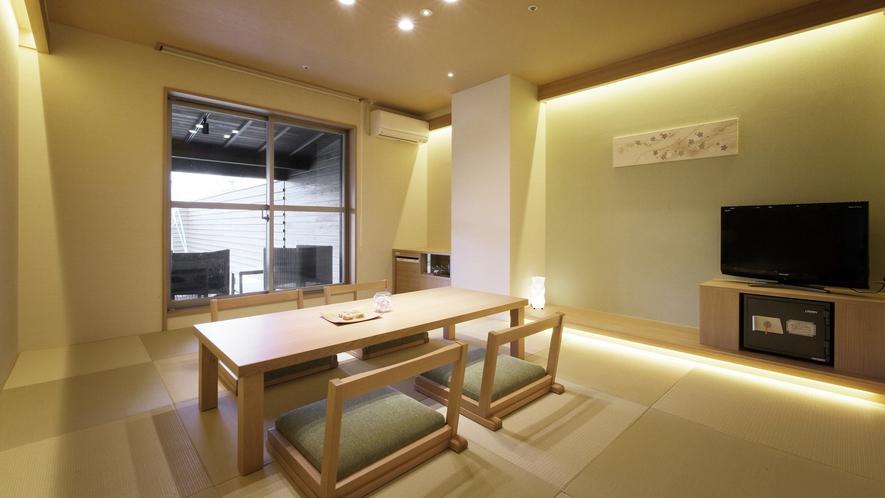 『春霞-しゅんか-』和室は琉球畳。茶托に南部鉄器やBALMUDAのポットなど小物もオシャレに