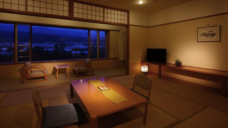 【和室12畳】ゆっくり寛げる広々としたお部屋。蔵王連邦が一望でき、山形の四季を満喫できます