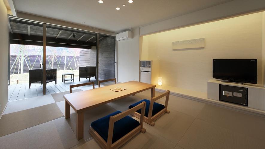 『清夏-せいか-』和室は琉球畳。茶托に南部鉄器やBALMUDAのポットなど小物もオシャレに