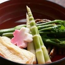 *【山菜の盛り合わせ】数種の山菜を贅沢に盛り付けました。