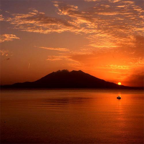 夕暮れの桜島